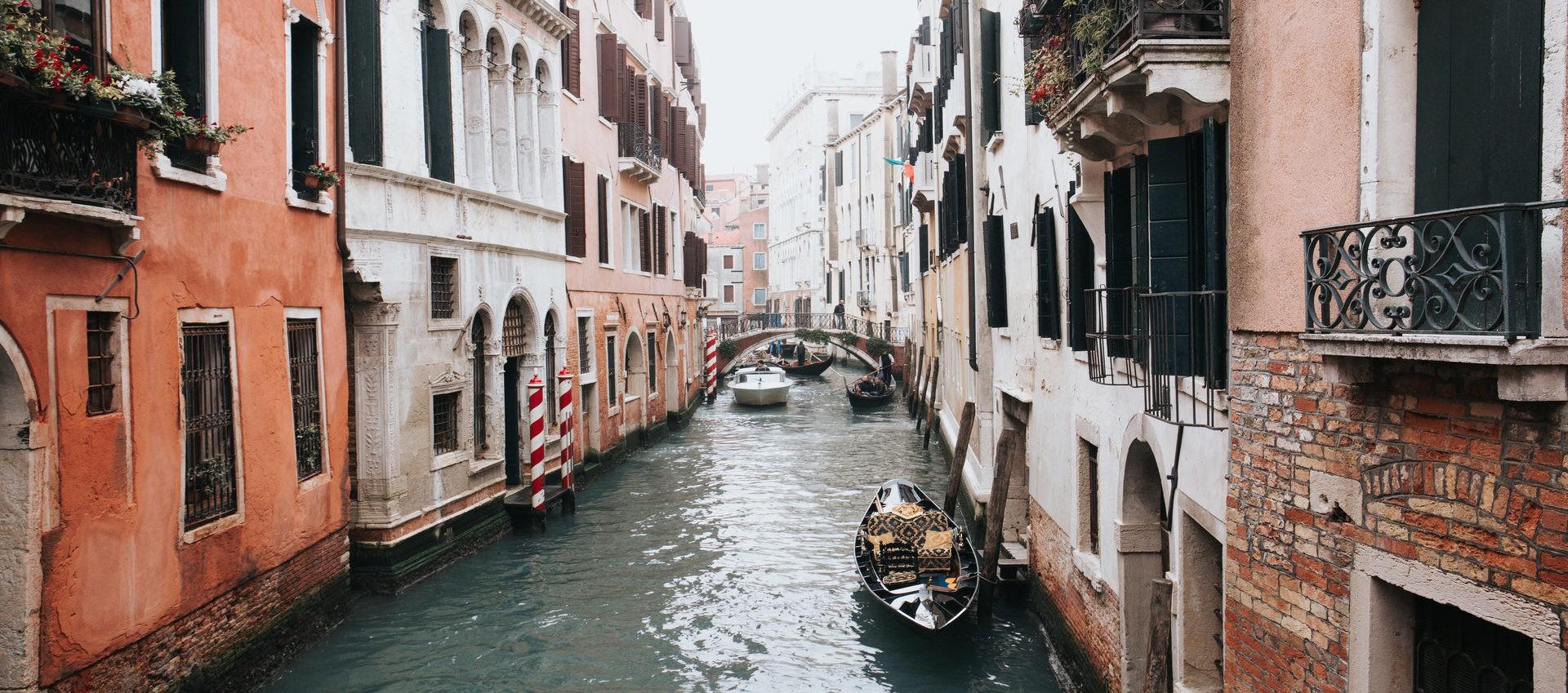 Wenecja, Wenecja o wielu twarzach, różne twarze Wenecji, jaka jest Wenecja, rożne spojrzenia na Wenecję, wrażenia z Wenecji, Wenecja różnymi oczami, dwie Wenecje