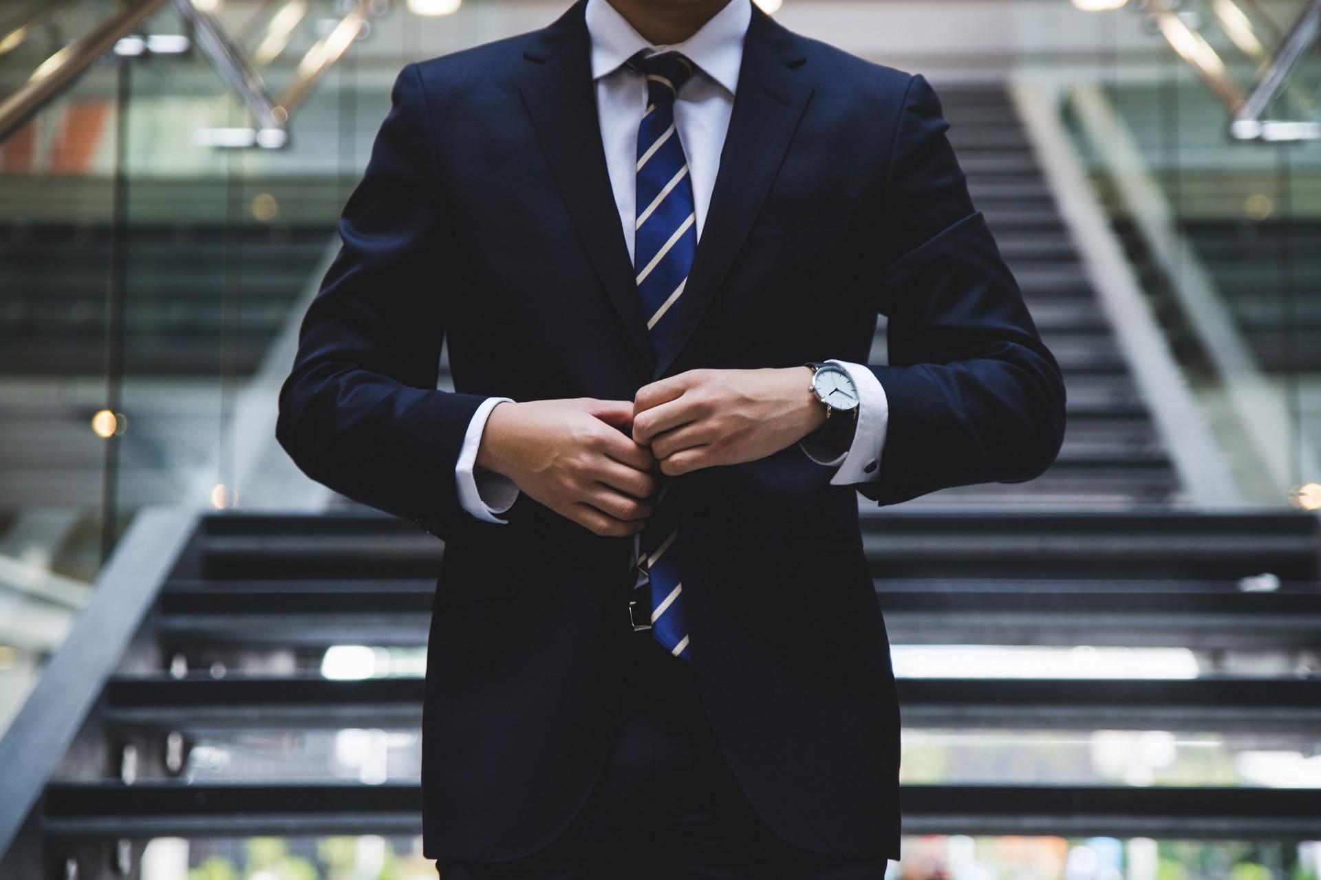 Jak stworzyć profesjonalny wizerunek w pracy?