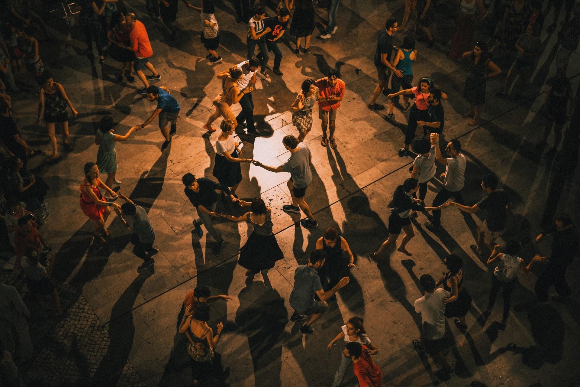 Wyjazdy integracyjne – bezsensowne koszty czy realna korzyść dla zespołu?